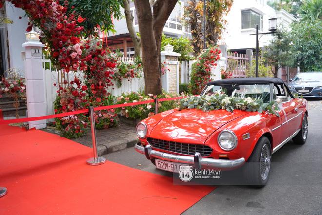 Lễ rước dâu siêu đám cưới Đông Nhi - Ông Cao Thắng: Fan đứng chật kín chờ tới giờ trọng đại, khâu chuẩn bị đã hoàn tất - ảnh 4