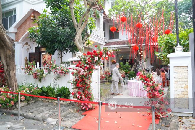 Lễ rước dâu siêu đám cưới Đông Nhi - Ông Cao Thắng: Fan đứng chật kín chờ tới giờ trọng đại, khâu chuẩn bị đã hoàn tất - ảnh 6