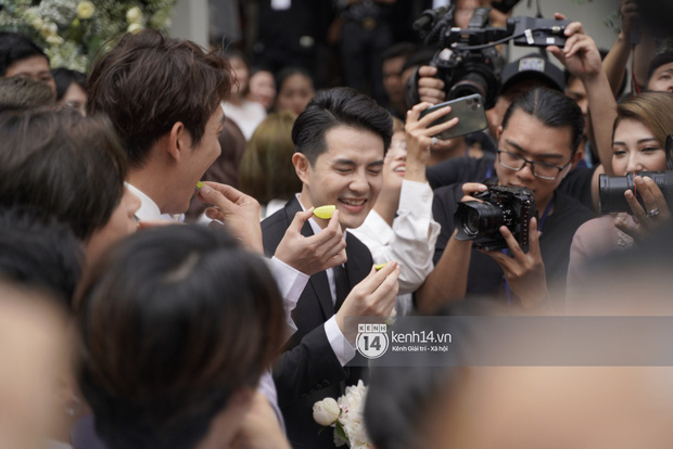 Yêu cầu oái oăm của nhà Đông Nhi khiến Ông Cao Thắng phải nhăn mặt trong đám hỏi - Ảnh 3.