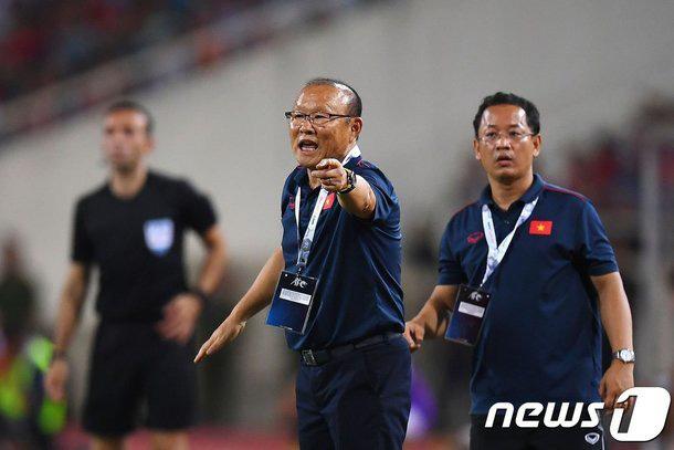 HLV Park Hang Seo hay nhất Đông Nam Á 2019, đối thủ phát hờn - Ảnh 1.