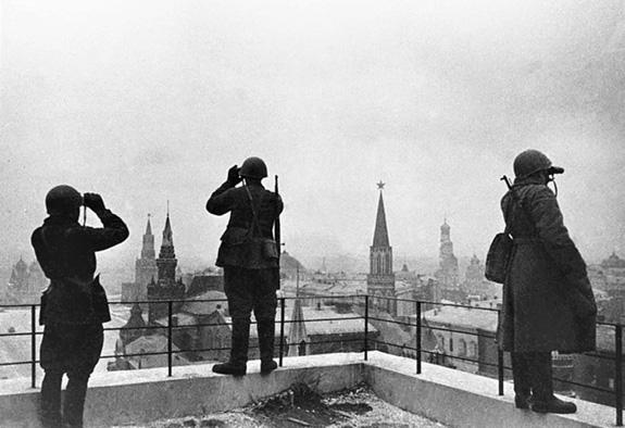 Tại sao Liên Xô lại tổ chức lễ duyệt binh lịch sử năm 1941? - ảnh 1