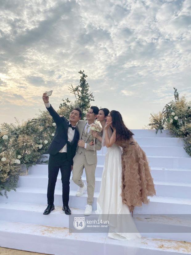 200 sao Việt xúng xính váy áo dự đám cưới đẹp như mơ của Đông Nhi - Ông Cao Thắng - ảnh 1