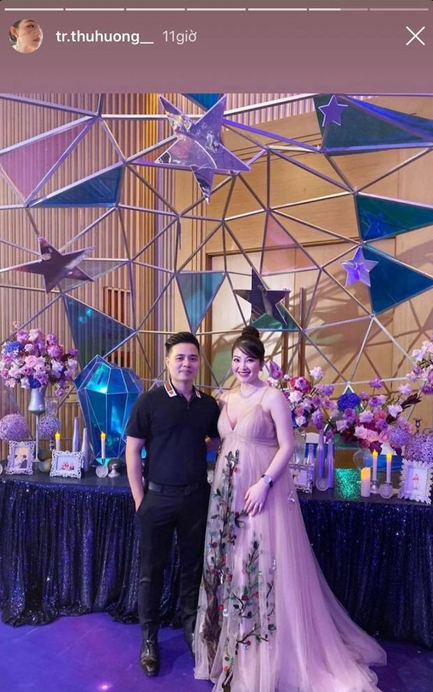 Cô dâu 200 cây vàng ở Nam Định rạng ngời, tự tin diện áo khoét cổ sâu gợi cảm bất chấp bầu bí - ảnh 3