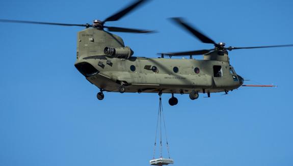 UAE chi 803 triệu USD mua trực thăng vận tải Chinook của Mỹ - ảnh 1