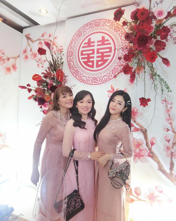 Hình ảnh hiếm hoi của em gái Ông Cao Thắng trong siêu đám cưới: Trang điểm nhẹ, diện áo dài nhã nhặn vẫn tuyệt đối xinh đẹp - Ảnh 3.