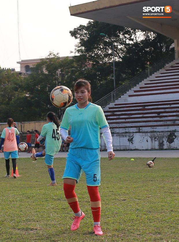 HLV trưởng đội nữ Thái Nguyên: Nhiều cầu thủ bỏ bóng đá đi làm công nhân vì quá khó khăn - Ảnh 4.