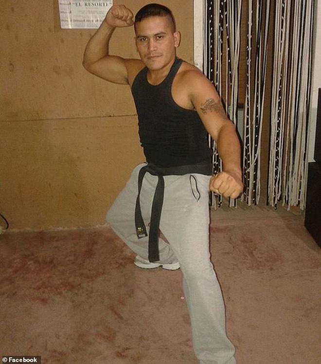 Thanh niên số nhọ mò vào nhầm nhà võ sĩ kickboxing trộm TV, bị chủ nhà phát hiện đánh cho không trượt phát nào - Ảnh 1.