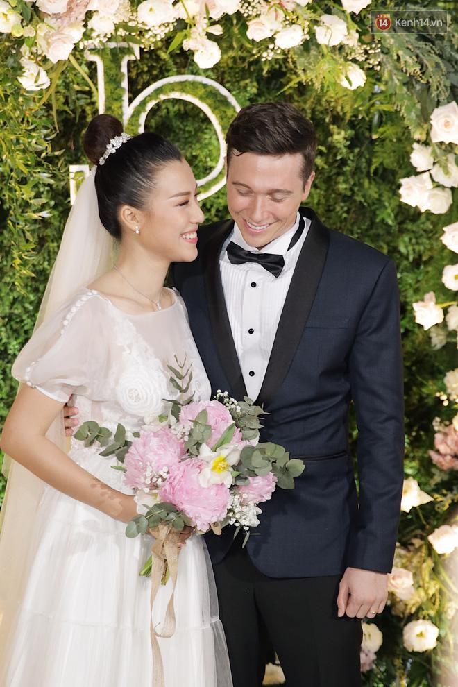 Nhã Phương sánh đôi với Trường Giang, cùng dàn sao Vbiz tới chung vui trong đám cưới Hoàng Oanh - Ảnh 18.