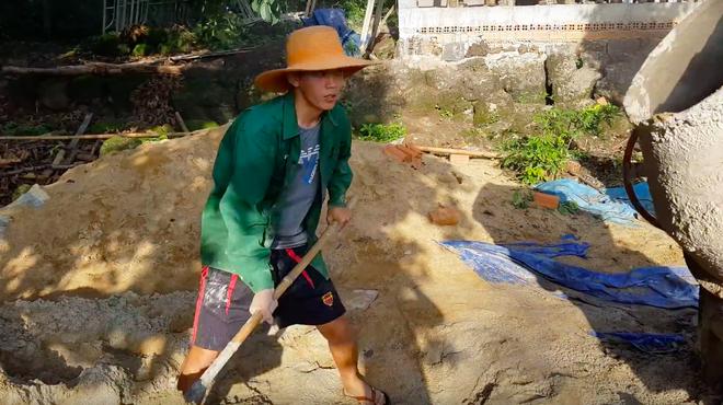 Youtuber nghị lực nhất Việt Nam: ở nhà tre nứa, làm phụ hồ nhưng vẫn gây dựng được channel ẩm thực hơn 760k subscribers - Ảnh 20.