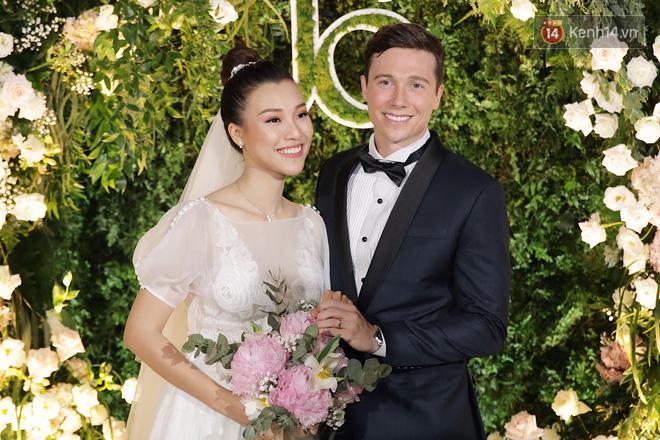 Nhã Phương sánh đôi với Trường Giang, cùng dàn sao Vbiz tới chung vui trong đám cưới Hoàng Oanh - Ảnh 19.