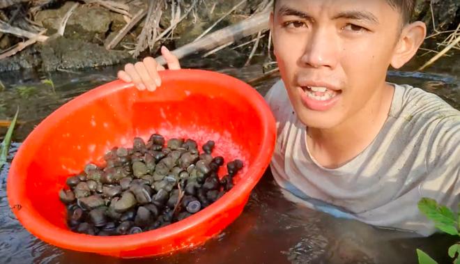 Youtuber nghị lực nhất Việt Nam: ở nhà tre nứa, làm phụ hồ nhưng vẫn gây dựng được channel ẩm thực hơn 760k subscribers - Ảnh 3.