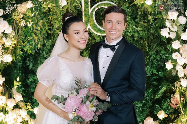 Huỳnh Anh âm thầm like ảnh MC Hoàng Oanh và chồng Tây dù đã huỷ theo dõi MXH - Ảnh 4.