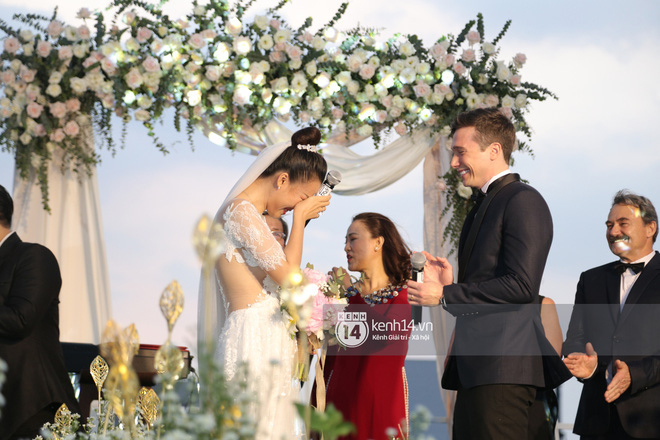 Clip cảm động nhất hôm nay: Hoàng Oanh và ông xã ngoại quốc trao nụ hôn, chính thức gọi nhau 2 tiếng vợ chồng - Ảnh 3.