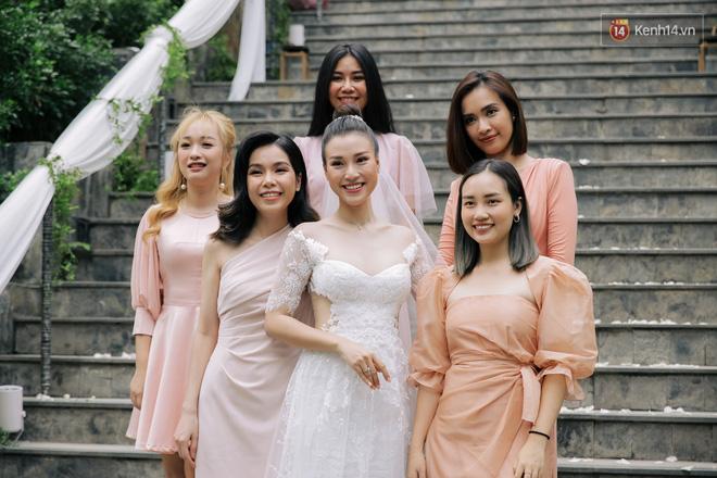 Nhã Phương sánh đôi với Trường Giang, cùng dàn sao Vbiz tới chung vui trong đám cưới Hoàng Oanh - Ảnh 26.