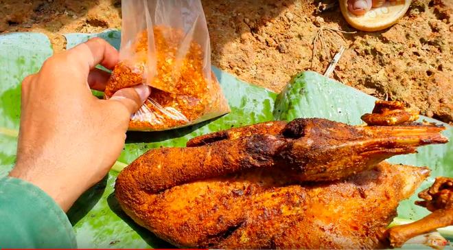 Youtuber nghị lực nhất Việt Nam: ở nhà tre nứa, làm phụ hồ nhưng vẫn gây dựng được channel ẩm thực hơn 760k subscribers - Ảnh 30.