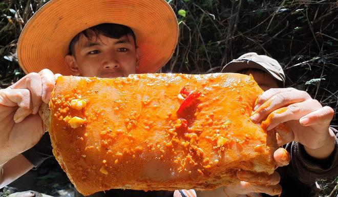 Youtuber nghị lực nhất Việt Nam: ở nhà tre nứa, làm phụ hồ nhưng vẫn gây dựng được channel ẩm thực hơn 760k subscribers - Ảnh 33.
