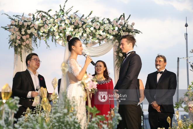 Clip cảm động nhất hôm nay: Hoàng Oanh và ông xã ngoại quốc trao nụ hôn, chính thức gọi nhau 2 tiếng vợ chồng - Ảnh 5.