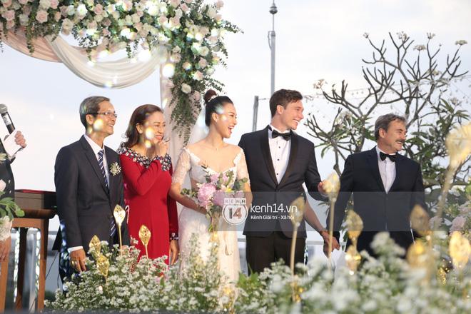 Clip cảm động nhất hôm nay: Hoàng Oanh và ông xã ngoại quốc trao nụ hôn, chính thức gọi nhau 2 tiếng vợ chồng - Ảnh 6.