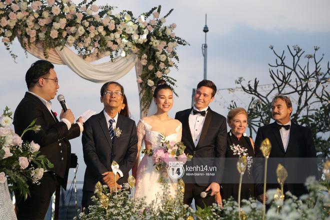 Clip cảm động nhất hôm nay: Hoàng Oanh và ông xã ngoại quốc trao nụ hôn, chính thức gọi nhau 2 tiếng vợ chồng - Ảnh 8.