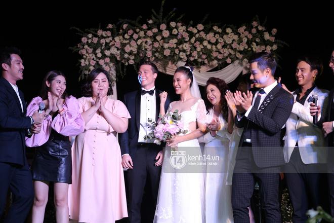 Clip cảm động nhất hôm nay: Hoàng Oanh và ông xã ngoại quốc trao nụ hôn, chính thức gọi nhau 2 tiếng vợ chồng - Ảnh 9.