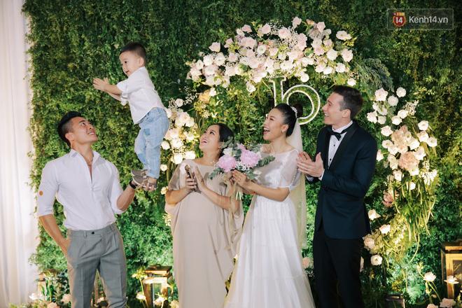 Nhã Phương sánh đôi với Trường Giang, cùng dàn sao Vbiz tới chung vui trong đám cưới Hoàng Oanh - Ảnh 9.