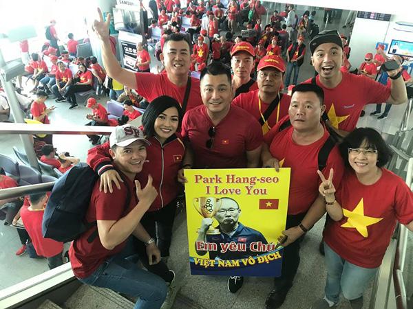 Lý Hùng, Phương Thanh bay sang Philippines cổ vũ U22 Việt Nam, mong chờ Huy chương Vàng - Ảnh 2.