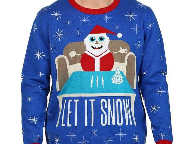 Walmart xin lỗi khách hàng vì bán áo len in hình ông già Noel đang sử dụng ma túy - Ảnh 1.