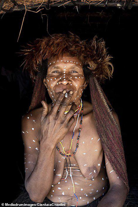 Những hủ tục kì lạ và đáng sợ của Dani - bộ tộc ăn thịt người trong truyền thuyết - Ảnh 3.