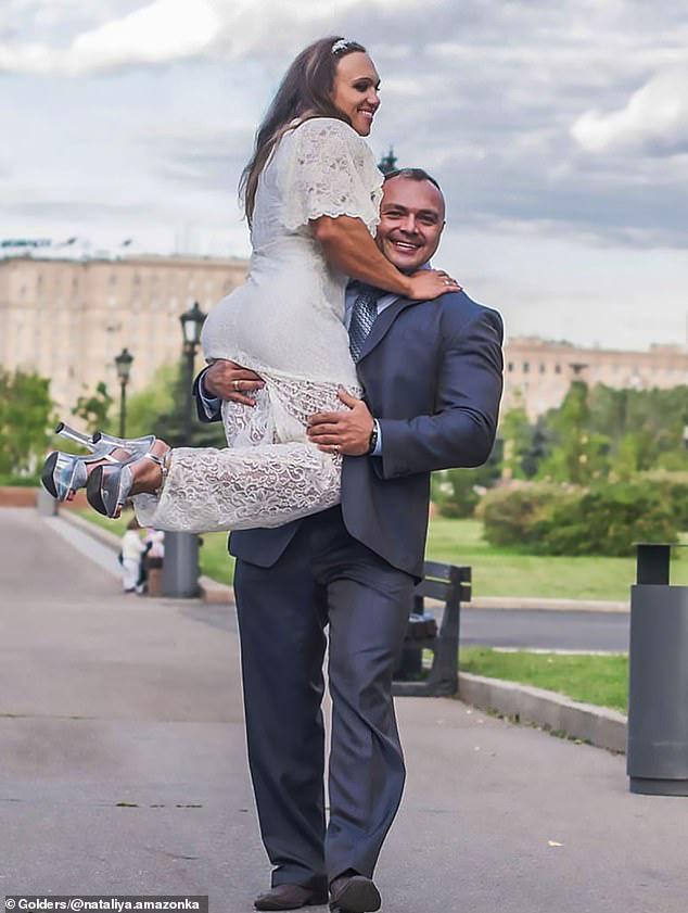 Cô gái vô địch thể hình thế giới không bận tâm bắp tay của chồng nhỏ hơn mình, chỉ cần yêu thương và hỗ trợ nhau là đủ - Ảnh 8.