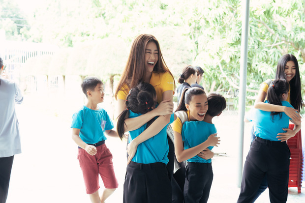 Hoa hậu Khánh Vân và 2 Á hậu tham gia hoạt động đầu tiên hậu đăng quang: Giản dị mà đẹp quá, ai nhỉnh hơn trong một khung hình? - Ảnh 5.