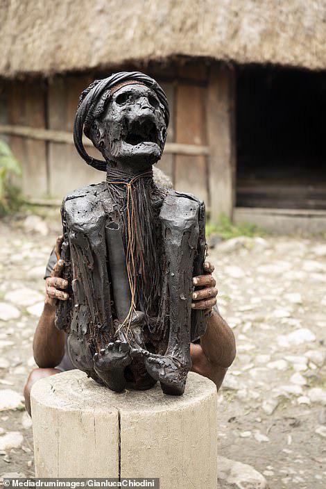 Những hủ tục kì lạ và đáng sợ của Dani - bộ tộc ăn thịt người trong truyền thuyết - Ảnh 5.