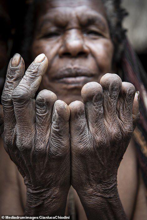 Những hủ tục kì lạ và đáng sợ của Dani - bộ tộc ăn thịt người trong truyền thuyết - Ảnh 6.