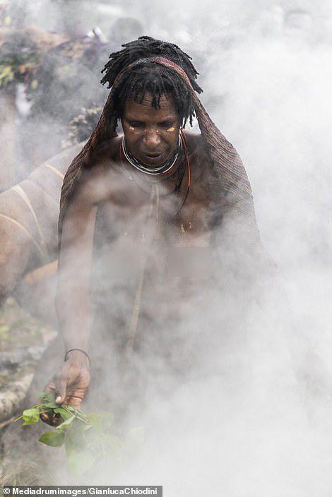 Những hủ tục kì lạ và đáng sợ của Dani - bộ tộc ăn thịt người trong truyền thuyết - Ảnh 9.