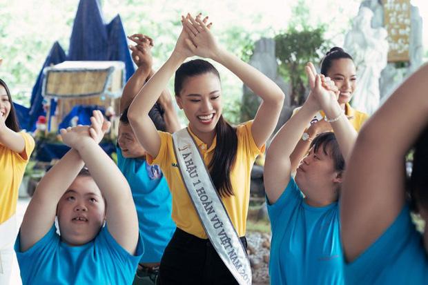 Hoa hậu Khánh Vân và 2 Á hậu tham gia hoạt động đầu tiên hậu đăng quang: Giản dị mà đẹp quá, ai nhỉnh hơn trong một khung hình? - Ảnh 10.