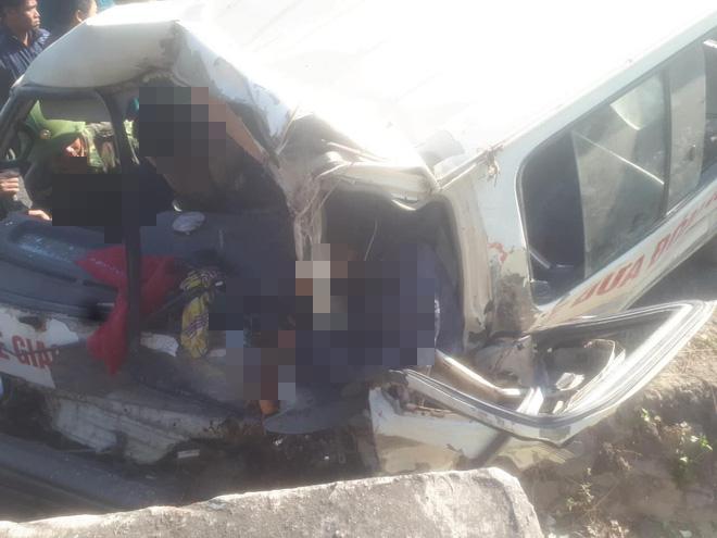 Hiện trường kinh hoàng vụ xe chở đoàn người khuyết tật đâm vào vách núi ở Nghệ An - Ảnh 5.