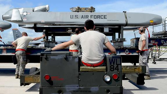 Mỹ hoàn tất công tác loại biên tên lửa hành trình AGM-86 - Ảnh 1.