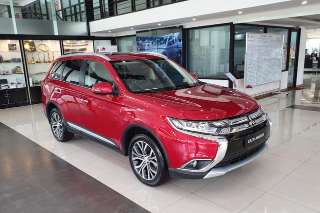 Cuộc đua giảm giá xe bằng chiêu thức mới trên thị trường ô tô Việt: Đổi ra tiền mặt tới cả trăm triệu đồng - Ảnh 1.