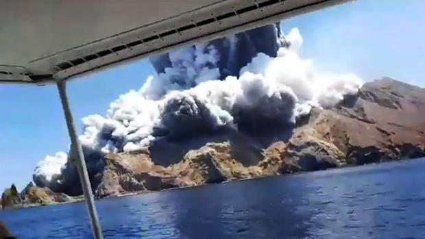 Núi lửa phun trào giết chết ít nhất 5 người tại New Zealand: Tử thần sẽ không bao giờ dừng lại, bởi bản chất của đất nước này là như vậy - Ảnh 2.