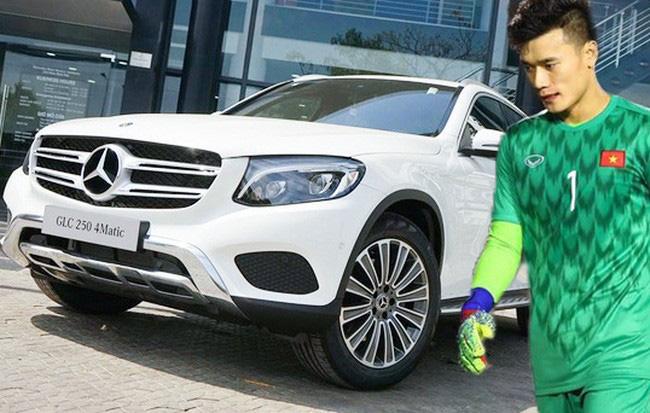 Đại gia tặng riêng thủ môn Bùi Tiến Dũng Mercedes-Benz 2 tỷ - Ảnh 2.