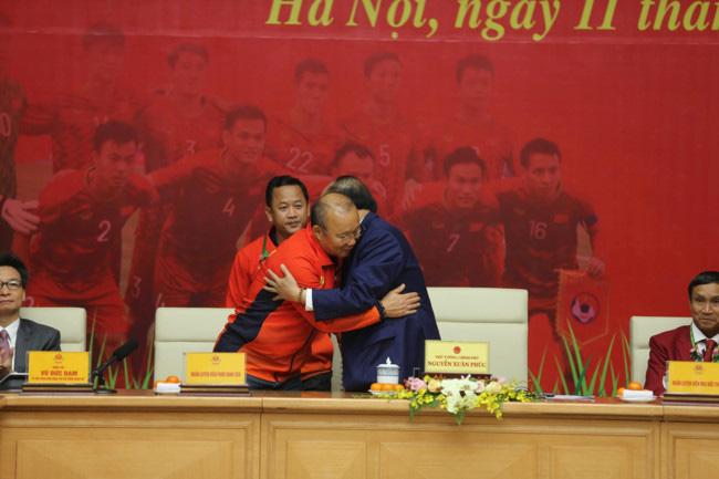 Thủ tướng giải đáp thắc mắc vì sao chỉ tiếp 2 đội bóng đá U22 Việt Nam - Ảnh 2.