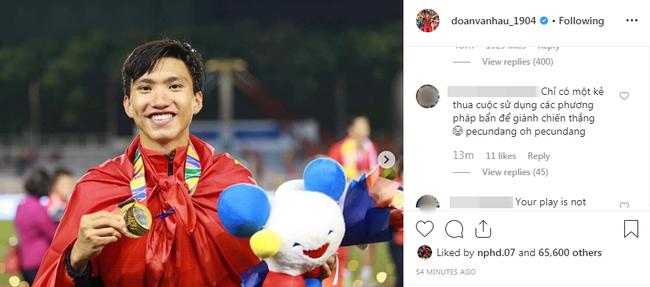 Đăng ảnh ăn mừng chiến thắng trên Instagram, Đoàn Văn Hậu bị cổ động viên Indonesia tràn vào bình luận miệt thị, xúc phạm nặng nề - Ảnh 4.
