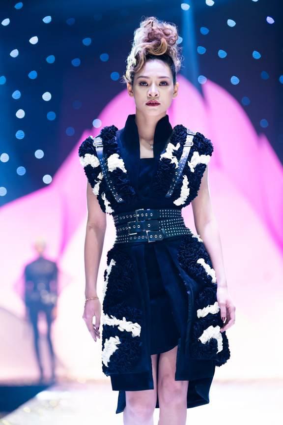 Ấn tượng đêm khai mạc Tuần lễ thời trang và làm đẹp quốc tế Việt Nam 2019 - ảnh 1