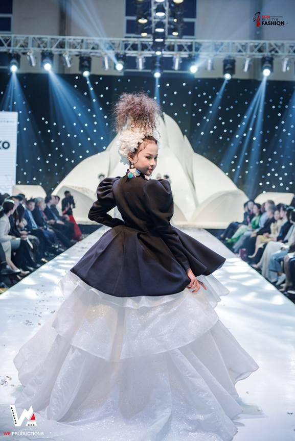 Ấn tượng đêm khai mạc Tuần lễ thời trang và làm đẹp quốc tế Việt Nam 2019 - ảnh 2