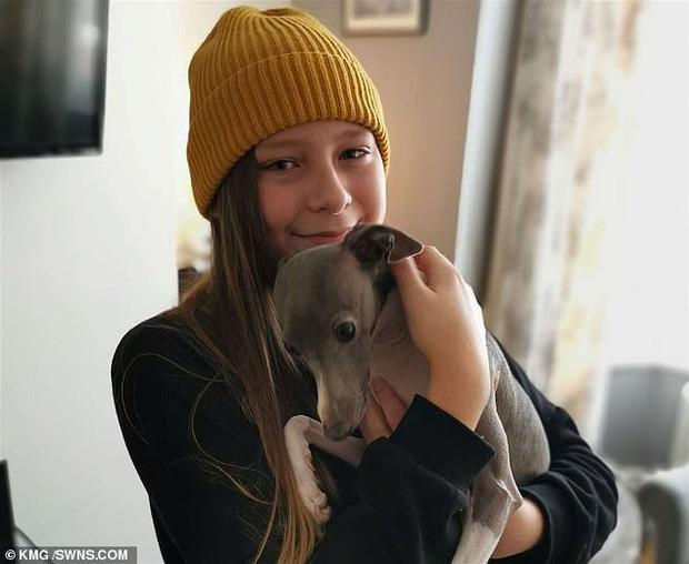 Chuyển giới khi chỉ mới 12 tuổi, cô bé may mắn được bố mẹ ủng hộ nhưng bị bạn bè bắt nạt đến mức nghỉ học và muốn tự tử - Ảnh 3.