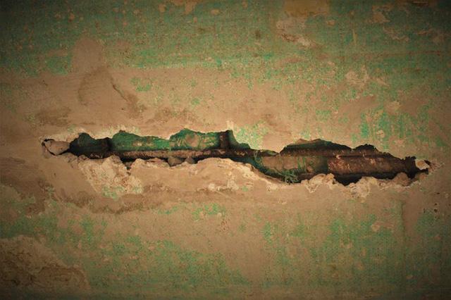 Cận cảnh cầu tiền tỷ bong tróc để lộ xốp, thép hoen gỉ ra ngoài - Ảnh 6.