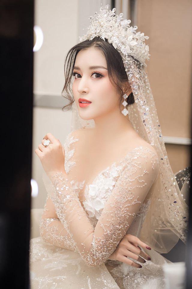 Á Hậu Huyền My lo lắng vì mặc váy cô dâu quá nhiều lần - ảnh 9