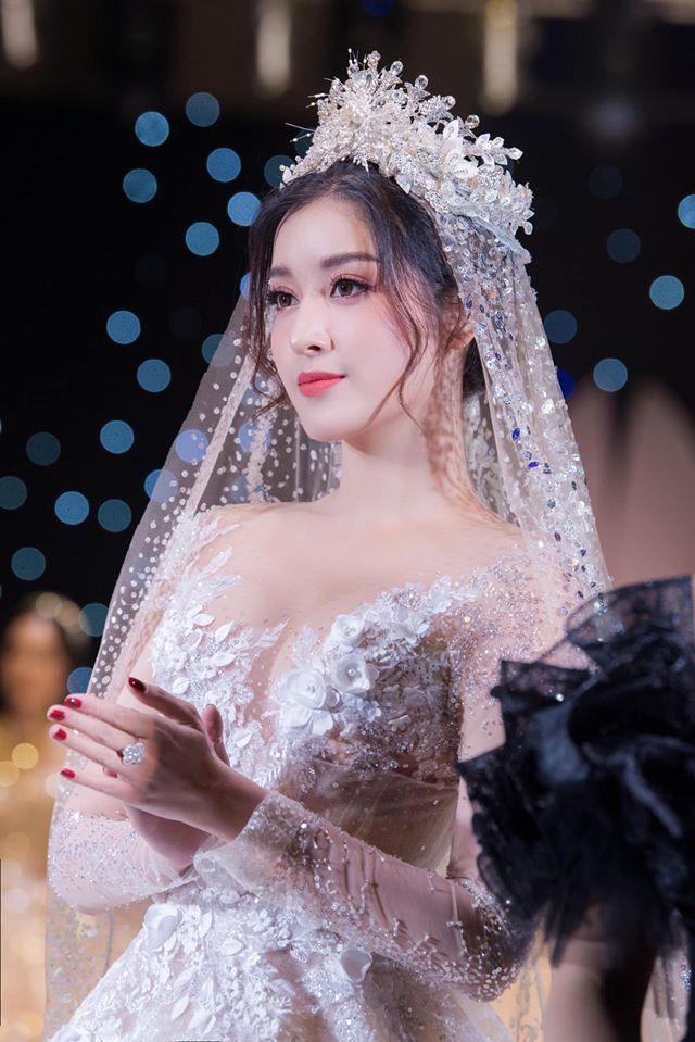 Á Hậu Huyền My lo lắng vì mặc váy cô dâu quá nhiều lần - ảnh 3