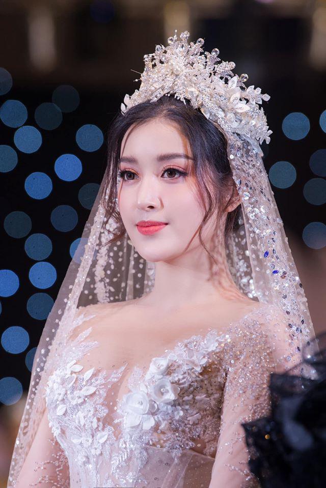 Á Hậu Huyền My lo lắng vì mặc váy cô dâu quá nhiều lần - ảnh 2
