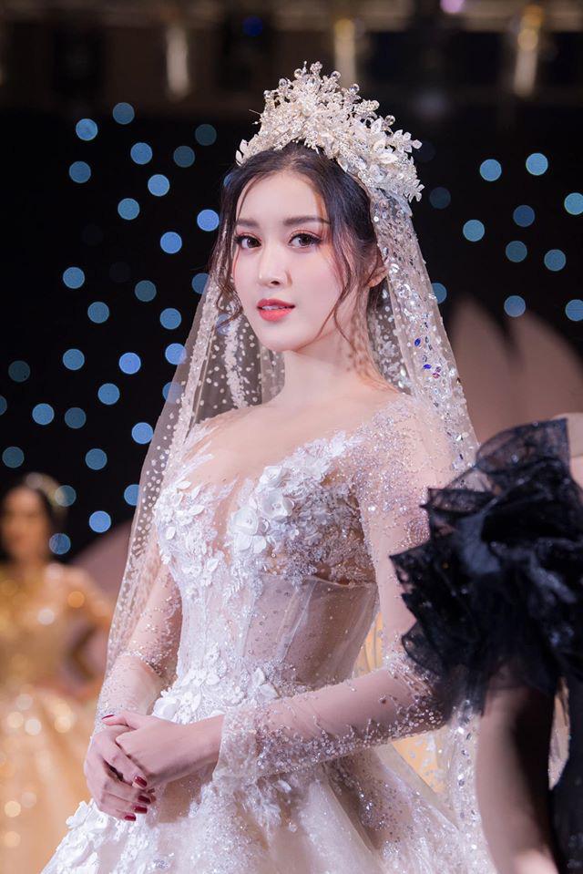 Á Hậu Huyền My lo lắng vì mặc váy cô dâu quá nhiều lần - ảnh 1