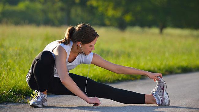 Tập thể dục lúc sáng sớm rất tốt nhưng đừng dại mắc 6 lỗi nguy hiểm này vì sẽ làm sức khỏe yếu thêm - Ảnh 1.